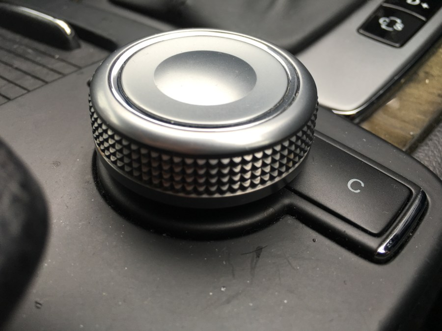 W204、W212などのオーディオ操作コマンドコントローラー修理