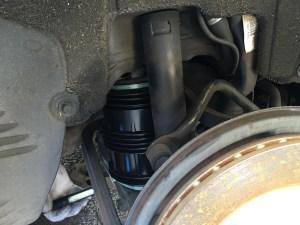 W211のリヤのサスを交換