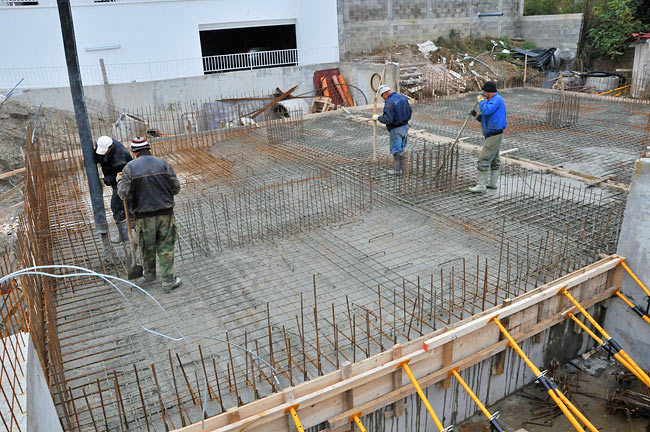 How To Pour Concrete Floor. . Leveling Layer Of Concrete Over The