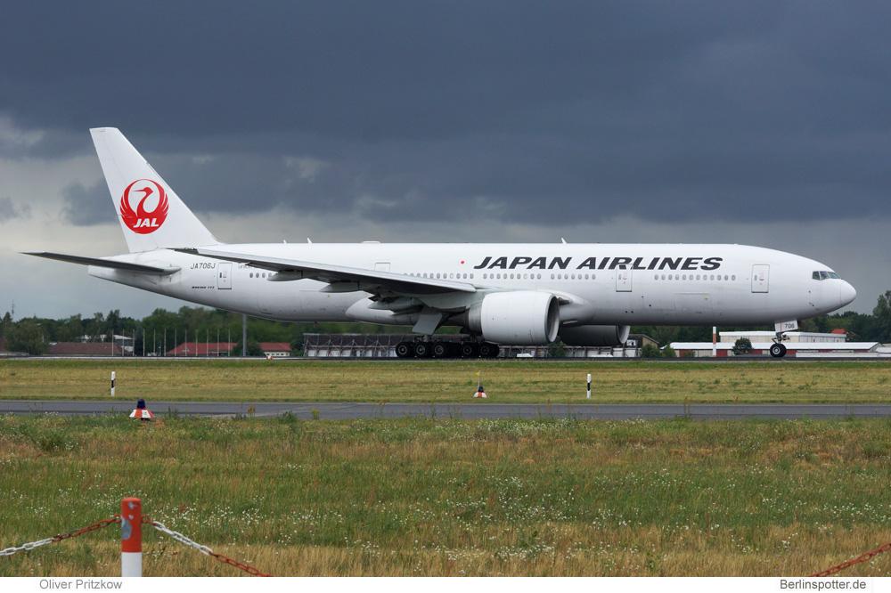 Japan Airlines Boeing 777-200ER JA706J