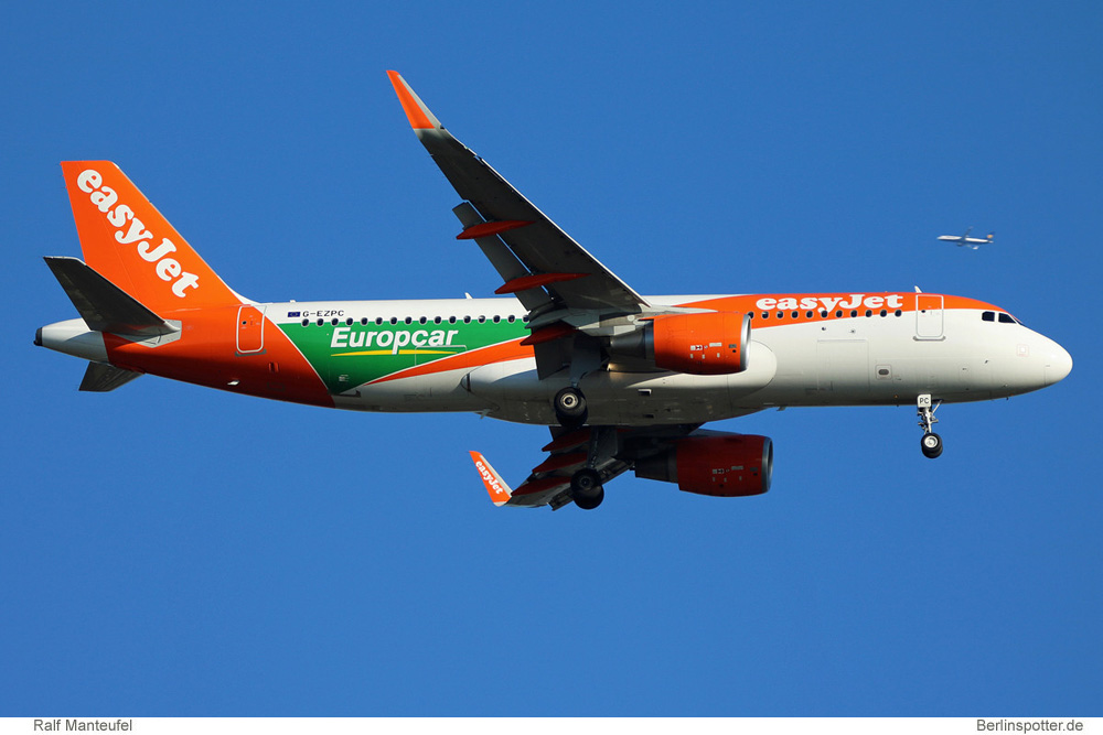 easyJet Airbus A320-200(SL) G-EZPC