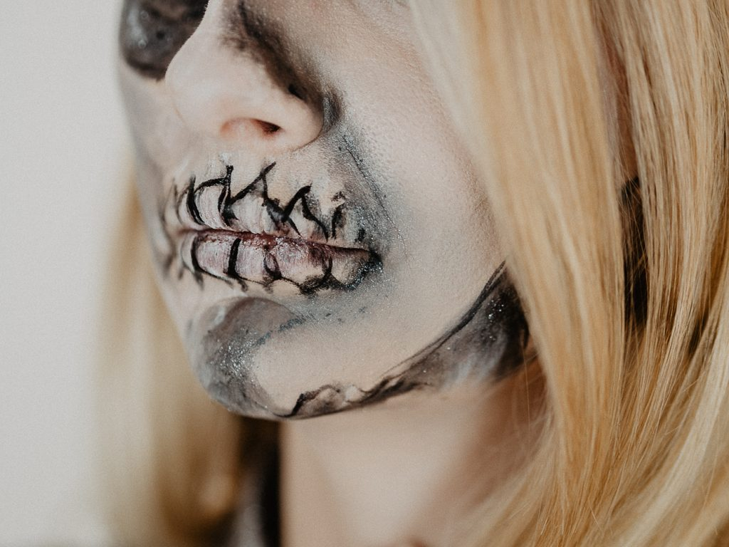 Halloween Make Up Anleitung Half Skull Halloween Make Up Tutorial Mit