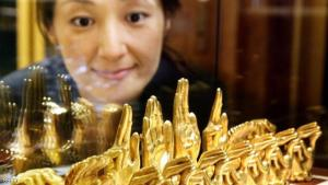 Tokyo, JAPAN:  A Japanese woman gazes at a silver-made chess set, plated with pure silver and gold, displayed for the opening of British jeweler Asprey at the Takashimaya department store in Tokyo, 10 October 2006. The luxury chess set was designed from the hands of Beatlers' drummer Ringo Starr, ordered from fellow Beatle George Harrison in 1973. Asprey will start to accept orders for replica copies, for a price of 4.15 million yen (36,000 USD).      AFP PHOTO/YOSHIKAZU TSUNO  (Photo credit should read YOSHIKAZU TSUNO/AFP/Getty Images)
