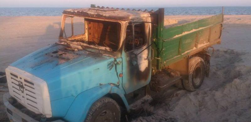 сожженный грузовик