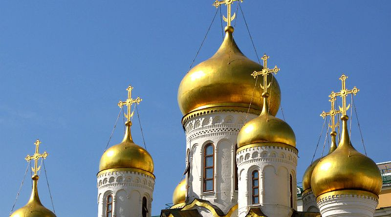 800px-Onion_domes_of_Cathedral_of_the_Annunciation
