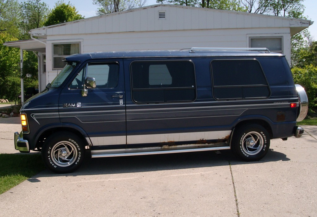 1990 Dodge Ram Van Photos, Informations, Articles - BestCarMag