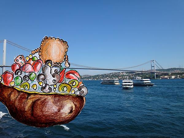 Farbstiftzeichnung einer Backkartoffel integriert in ein Foto von der asiatischen Seite Istanbuls vom Boot aus gesehen