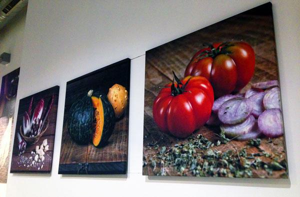 Wandbilder mit Gemüse im risamore Berlin