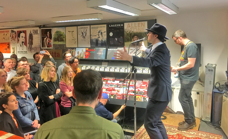 Maximo Park beim Konzert bei Michelle Records in Hamburg