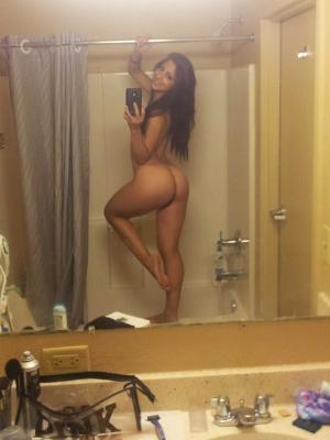curvy booty selfie