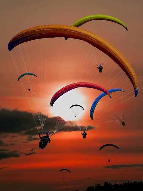 paraglider-701440_640