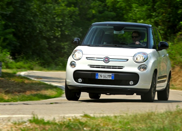 Fiat 500L Romania March 2015. Picture courtesy of largus.fr