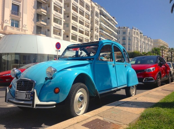 1. Citroen 2CV Renault Captur France 2015