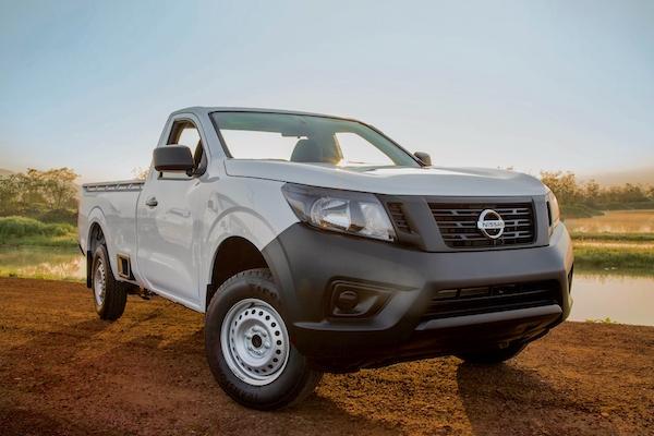 Nissan NP300 Mexico October 2015. Picture courtesy autocosmos.com.mx