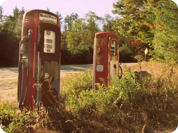 vintage-gas-pumps-picture-theborrowedabode-com