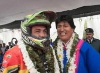 07 enero 2016, Potosí, Uyuni.- El presidente Evo Morales recibe a 'El Chavo' Salvatierra en el Rally Dakar 2016, Uyuni. (Fotos: PRESIDENCIA/Freddy Zarco)