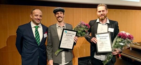 Betongföreningens ordförande Johan Söderqvist samt Karl Bohlin och Robin Snibb, pristagare i kategorin bästa examensarbete 2017.
