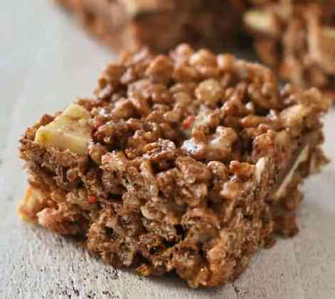peppermint-chocolate-rice-krispie-treats-serving