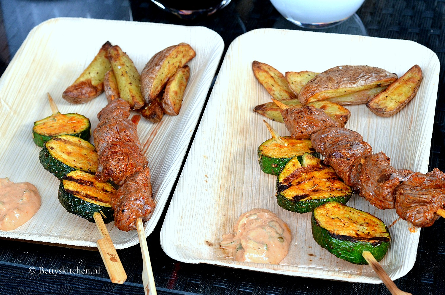 Weber Barbecue Recepten Rosbief Spiesen Met Paprika Aioli Betty S Kitchen Foodblog