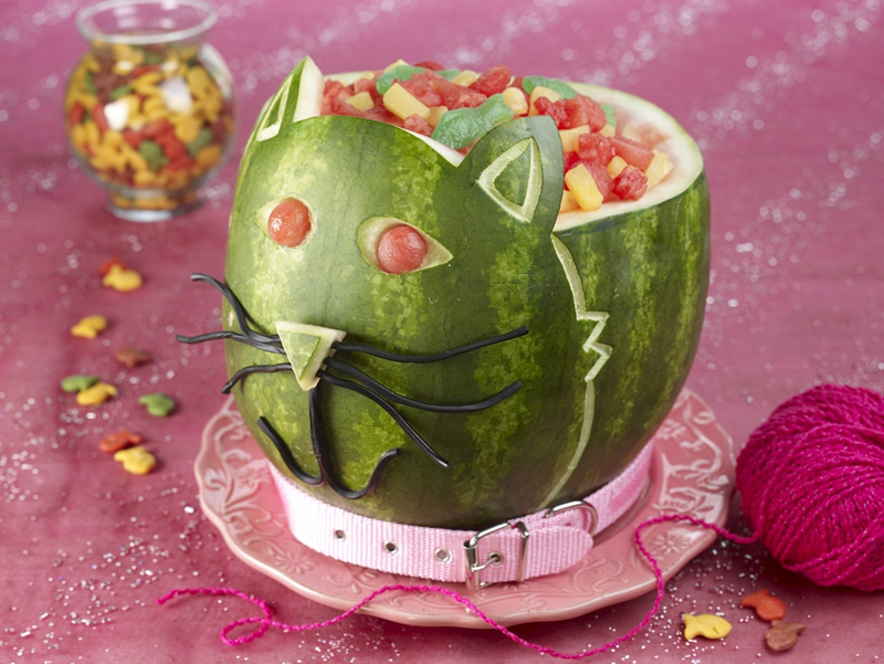 Kindergeburtstag Katze Carve A Watermelon Into A Creative Shape For A Fun Table