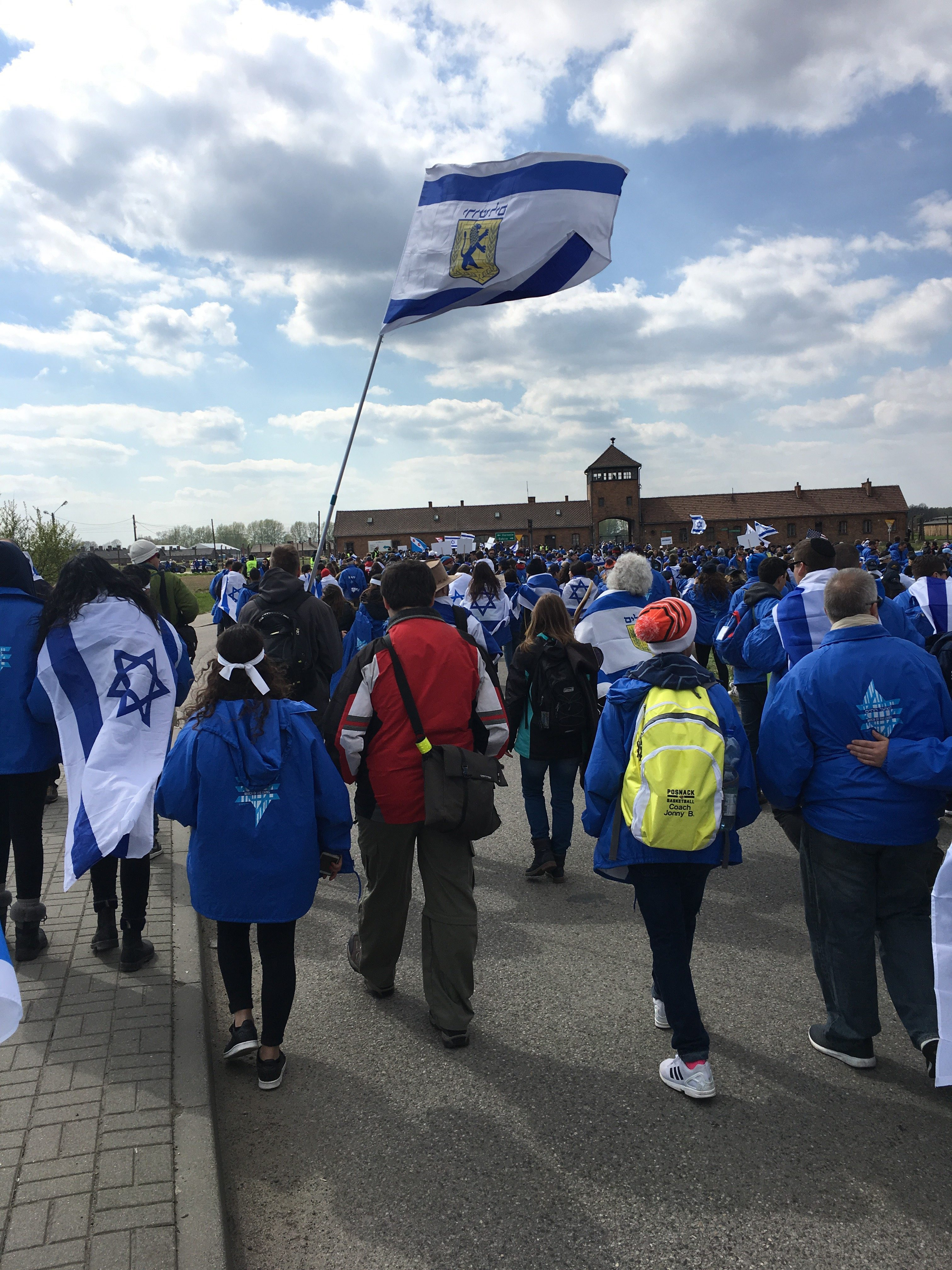 March of the Living participants walk toward the entrance of Birkenau.