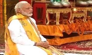 नरेंद्र मोदी ने बोद्ध गया के वटवृक्ष के नीचे बैठकर ध्यान लगाया.