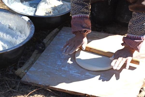 Tibetan bread, kneading bread dough