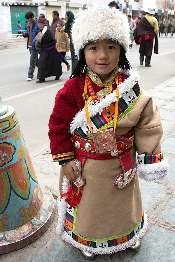 Tibetan girl, Tibetan clothes