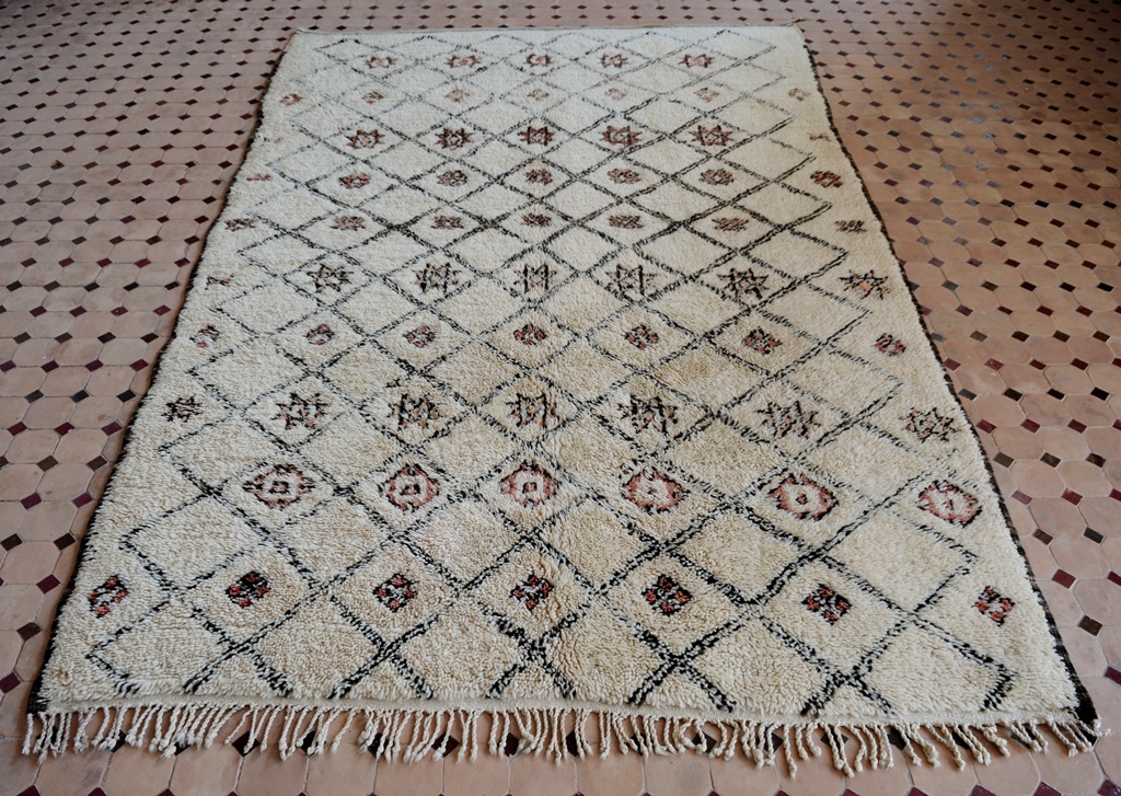 Berber Teppich Material A Precious Older Vintage Beni Ouarain Carpet With Little