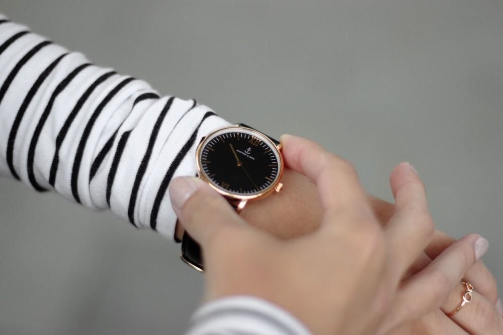 Bezaubernde Nana, bezauberndenana.de, Kaptan & Son, Outfit mit Kaptan & Son Uhr, lässiges Outfit, Jeansrock, Streifen Shirt, Plateau Sneaker