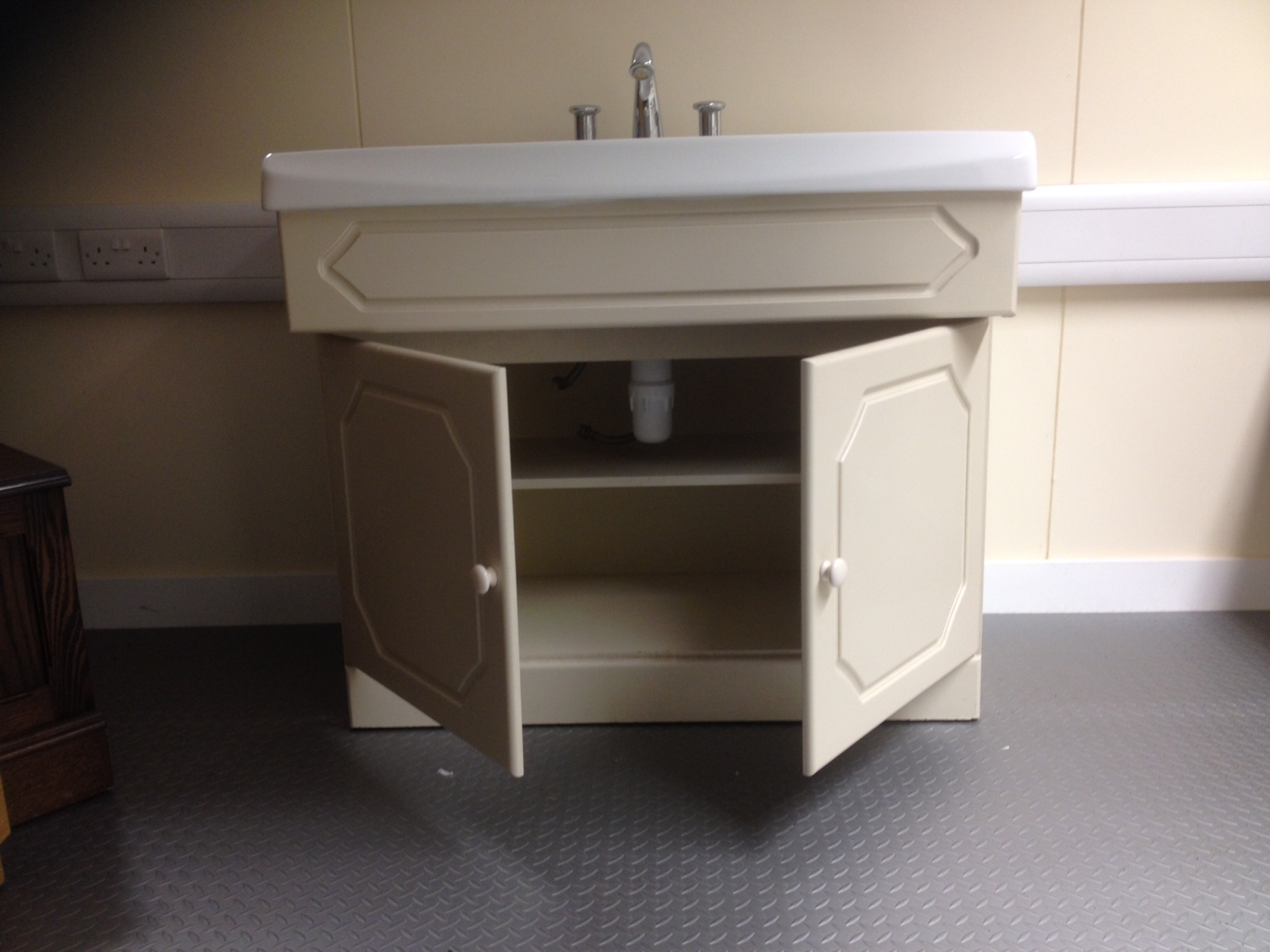 Complete Vanity Units Second Hand Vanity Unit Complete With Selles Sink Wash