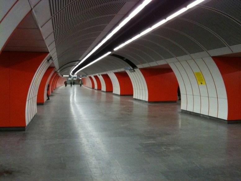 metro-562056_1280