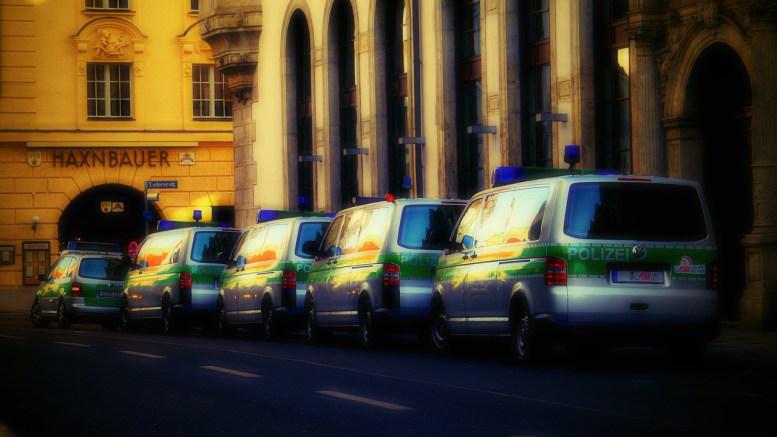 police-cars-280115_1280