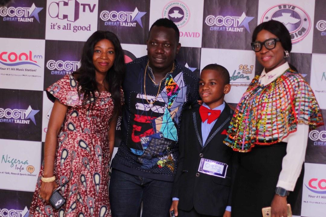 Contestant Nengi Jaja flanked by GCGT 7 Scouts, Duncan Mighty,Ebiere Ekiye and Preye Amayaku