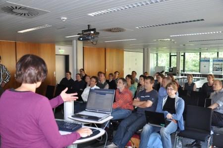 Der Workshop #hobsy2011 an der @tibub, festgehalten von Bernhard Tempel. Im Vordergrund links: Kati Koch.