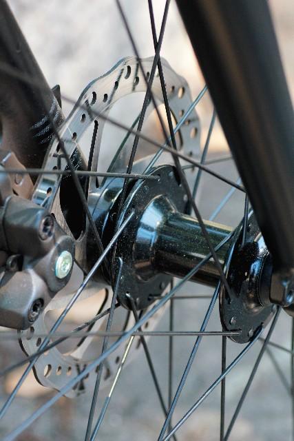 自転車のタイヤに付いているスポークの役割とは?