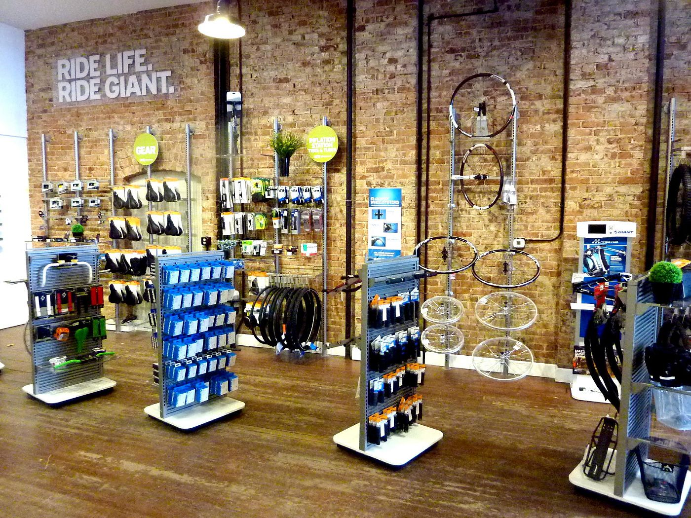 A Bike Store The Bike Hub Opens Second Location As Giant Partner Store