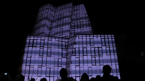 Amazing Building Mapping – Vimeo Festival by Dan Ilic 1 year ago / via Vimeo Desktop Uploader   Saturday the 9th October, Evan Grant's Seeper collective mapped the IAC building (designed by Frank Gehry) in Chelsea, New York, NY. The video giant art project was made to celebrate the opening of the […]