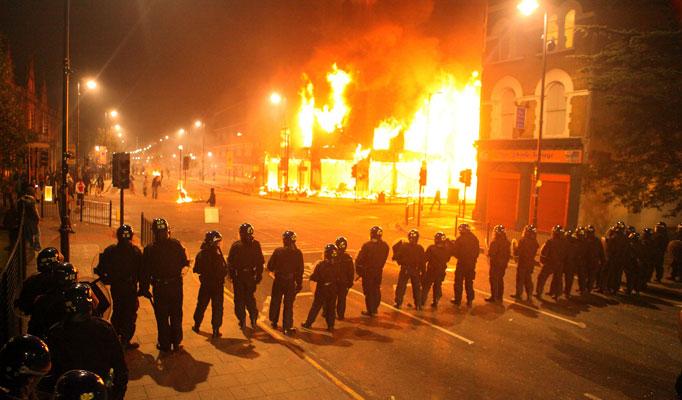 Ferguson Grand Jury Does Not Indict Officer Wilson, Riots Do Not Immediately Break Out
