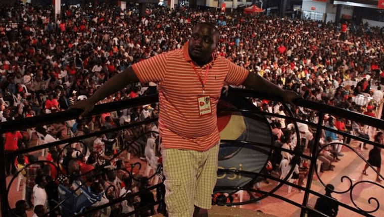 Suudiman poses for a photo showing off the mammoth crowd in the background at Kenzo's concert that was held at Freedom City.