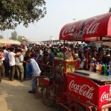 The locals queue up for the border closing ceremony (Wagha, India)