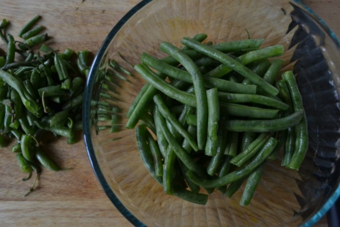 Blanched green beans are dipped in a tahini dressing. Full recipe on BigTasteTinySpace.com
