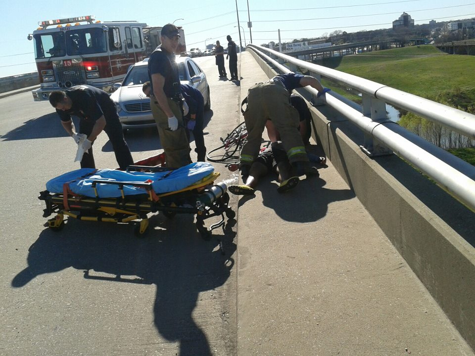 Cyclist severely injured in accident on Jefferson Bridge (1/5)