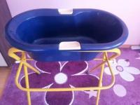 Hallo bieten hier eine Babybadewanne mit einem Stnder an ...