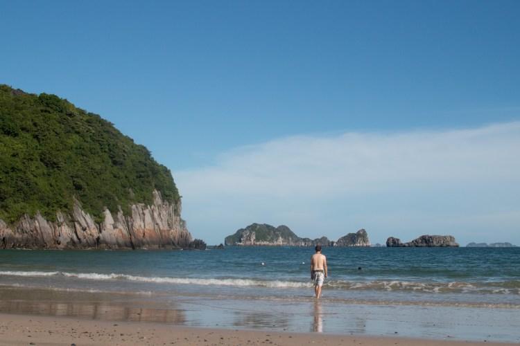 Alleine am Strand von Cat Ba