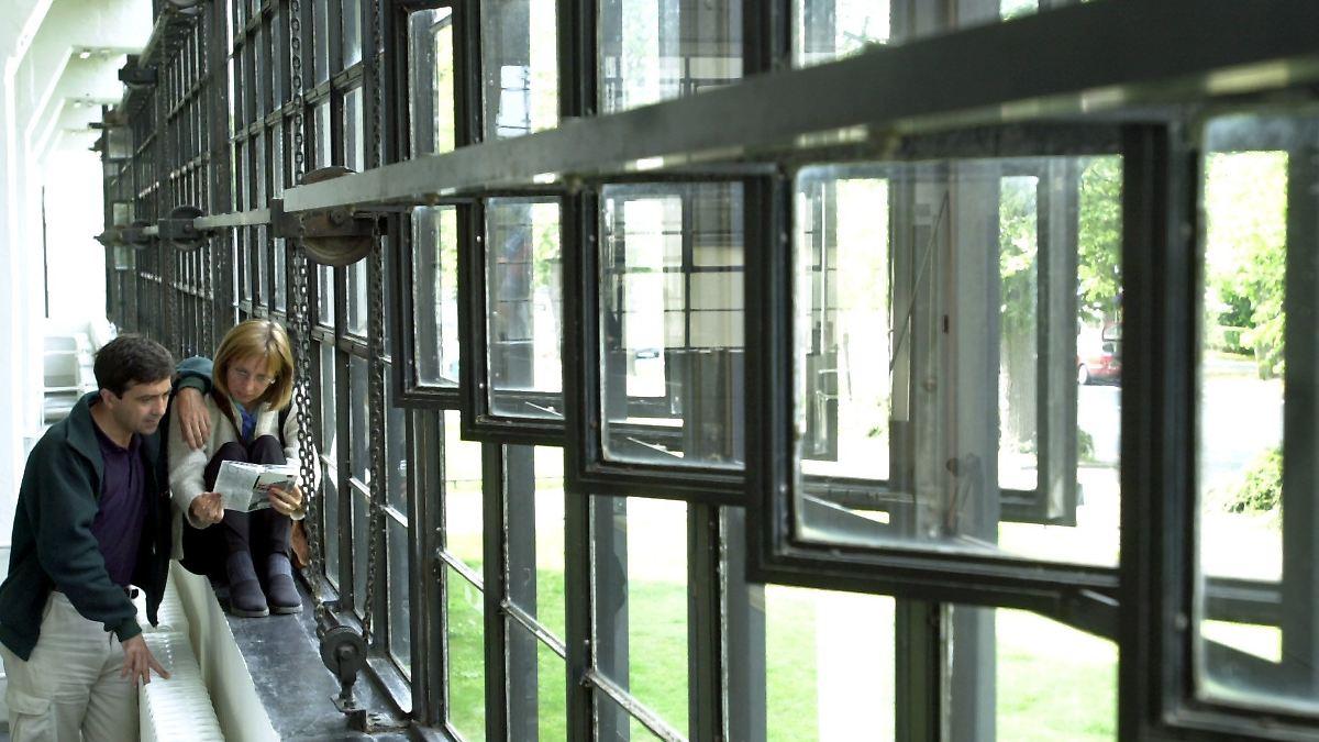 Bauhausstil Einrichtung Steinwand Wohnzimmer Bauhaus