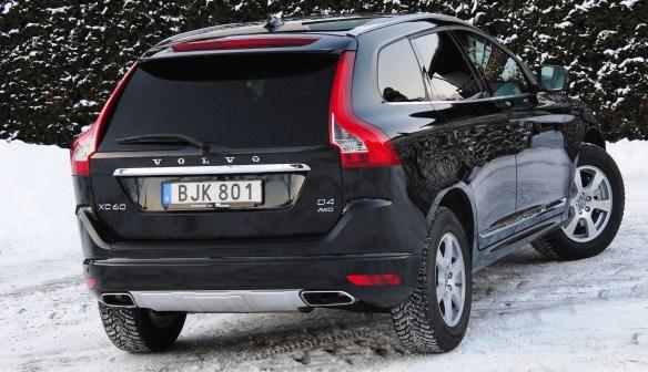 Länk till stop.se från foto på företagets Labb-Volvon med Nokian vinterdäck - här Hakka 8.