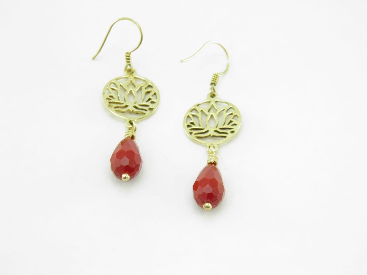 Les Boucles d'oreilles - Lotus et pierre - laiton recyclé - Rouge