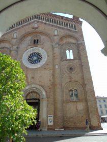 La facciata del Duomo di Crema.