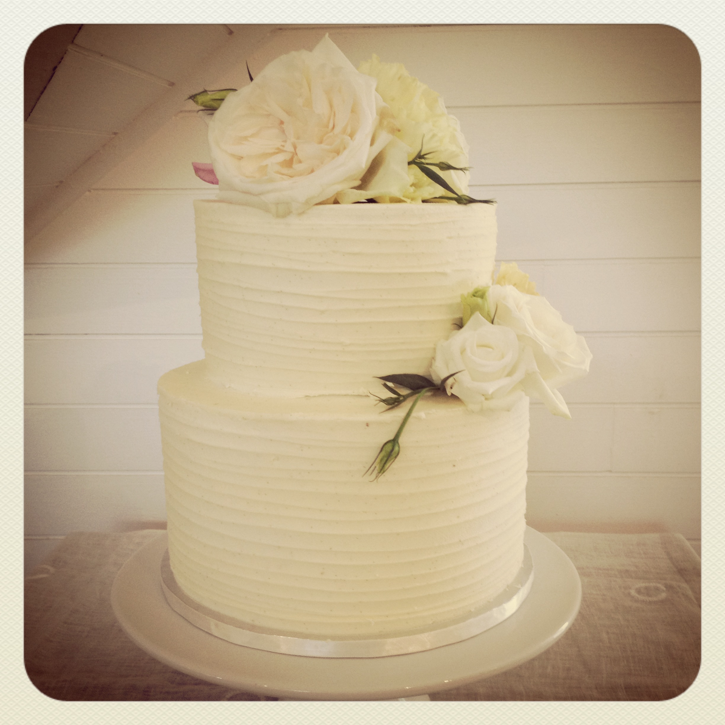 Fullsize Of Two Tier Wedding Cake
